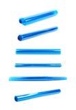 Rullrör av genomskinlig blå plast- Arkivfoton