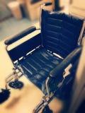Rullstol i korridoren arkivbild