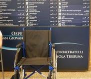 Rullstol i sjukhussal royaltyfria bilder