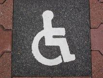 Rullstol-symbol (parkeringsplats) royaltyfria foton