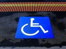 Rullstoltecken, handikappsymbol Arkivbild