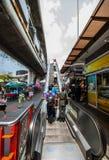 Rulltrappa utanför segermonumentet BTS, Bangkok Royaltyfri Bild