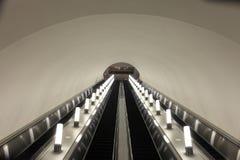 rulltrappagångtunnel arkivfoto