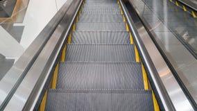 rulltrappan shoppar arkivbild