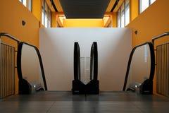rulltrappan shoppar Fotografering för Bildbyråer