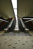 rulltrappatrappagångtunnel Arkivbild