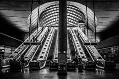 Rulltrappor Canary Wharf för underjordisk station Arkivbilder