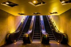 Rulltrappor i den Smithsonian tunnelbanastationen, Washington, DC Arkivbild