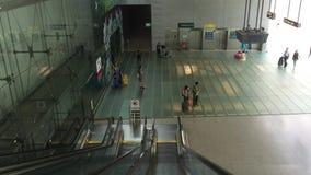 Rulltrappor på den Singapore Changi flygplatsen lager videofilmer