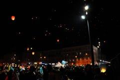 Rumänen begrüßen König Michael mit Heißluftballonen an seinem Aufgabetag Lizenzfreie Stockfotos