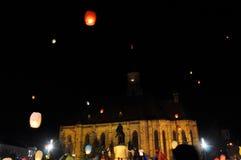 Rumänen begrüßen König Michael mit Heißluftballonen an seinem Aufgabetag Stockfotografie