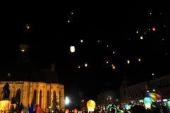 Rumänen begrüßen König Michael mit Heißluftballonen an seinem Aufgabetag Stockbild
