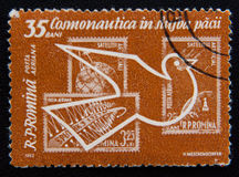 Rumänien, Raumforschungs-Stempel und Taube, circa 1962 Stockfotos