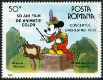 RUMÄNIEN - 1986: shower Mickey Mouse, Walt Disney tecken i musikbandkonserten, 1935 som ägnas femtio år av färg animerade filmer Royaltyfria Bilder