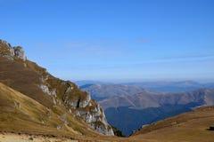 Rumänien Transylvania berg royaltyfria bilder