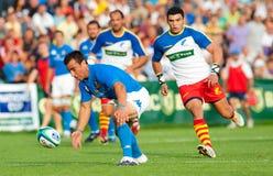 Rumänien-und Italien-Kampf während des IRB Nation-Cup Stockbilder