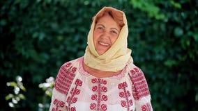 Rumänische ältere Frau stock footage