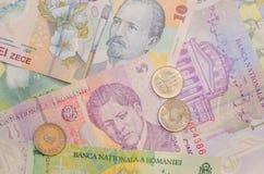 Rumänische Banknoten und Münzen Stockfotos
