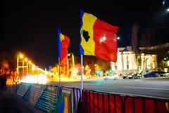 Rumänische Flaggen vor Regierungsgebäude, Bukarest, Rumänien Lizenzfreies Stockfoto