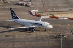 Rumänische Fluglinien Tarom Airbus stockfotografie