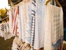Rumänische traditionelle Hemden Stockbild