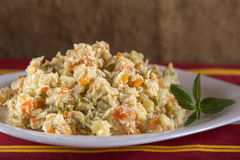 Rumänischer traditioneller Boeuf-Salat Lizenzfreie Stockbilder