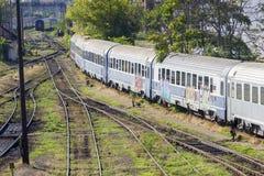 Rumänischer Zug im Depot Stockbilder