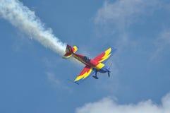 Rumänisches Aerobatic Team führt einen Flug durch Stockbild
