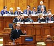 Rumänisches Parlament - winken Sie ohne Vertrauen gegen die Regelung zu lizenzfreies stockbild