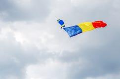 Rumänsk flagga Arkivbild