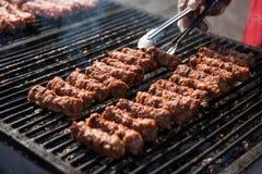 Rumänsk mat, grillade köttrullar kallade mititei eller mici Royaltyfria Foton
