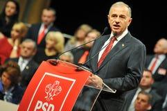 Rumänsk politikerMircea Geoana kroppsspråk under anförande royaltyfri bild