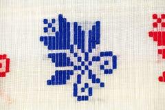 Rumänsk traditionell blus - texturer och traditionella motiv royaltyfria foton