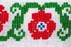 Rumänsk traditionell blus - texturer och traditionella motiv arkivfoton