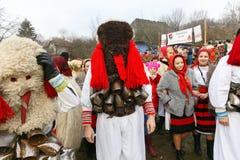 Rumänsk vinterfestival i Maramures arkivfoto