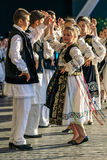Rumänska dansare för barn i traditionell dräkt 1 Arkivbilder