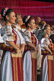 Rumänska dansare i traditionell dräkt Royaltyfri Foto