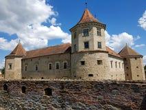 Rumänska gränsmärken - Fagaras medeltida slott royaltyfri fotografi