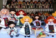 Rumänska handgjorda dockor Arkivfoto