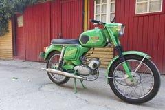 Rumänska motocycleMobra 50 toppen modell Arkivbilder