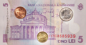Rumänska pengar: 5 lei Royaltyfria Foton