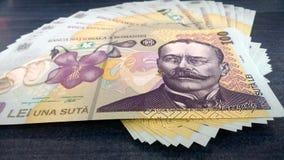 Rumänska pengar 100 ron Arkivbild