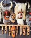 Rumänska traditionella rituella folkdansmaskeringar - gamal man royaltyfri foto