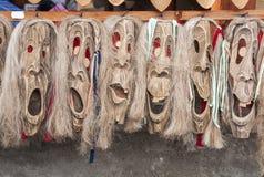 Rumänska traditonalmaskeringar Arkivbild