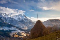 Rumänskt berglandskap, naturlandskap i Transylvania, Rumänien Royaltyfria Foton