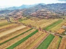 Rumänskt bygdfält i höst fotografering för bildbyråer