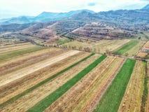 Rumänskt bygdfält i höst royaltyfria foton