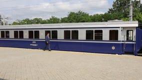 Rumänskt kungligt drev på den Baneasa stationen stock video