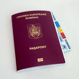 Rumänskt pass och legitimationkort Arkivbilder