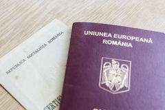 Rumänskt pass och personbevis Royaltyfria Foton